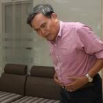 người già ăn nhiều yến gây rối loạn tiêu hóa