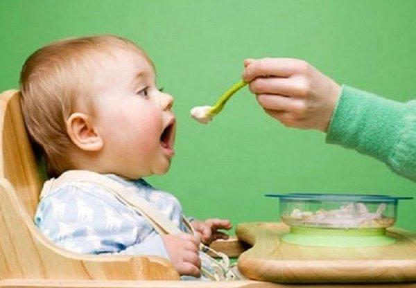 Dùng yến sào đúng cách cho bé 7 tháng tuổi